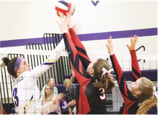 Red Hawks Edge Cowgirls In Conference Match
